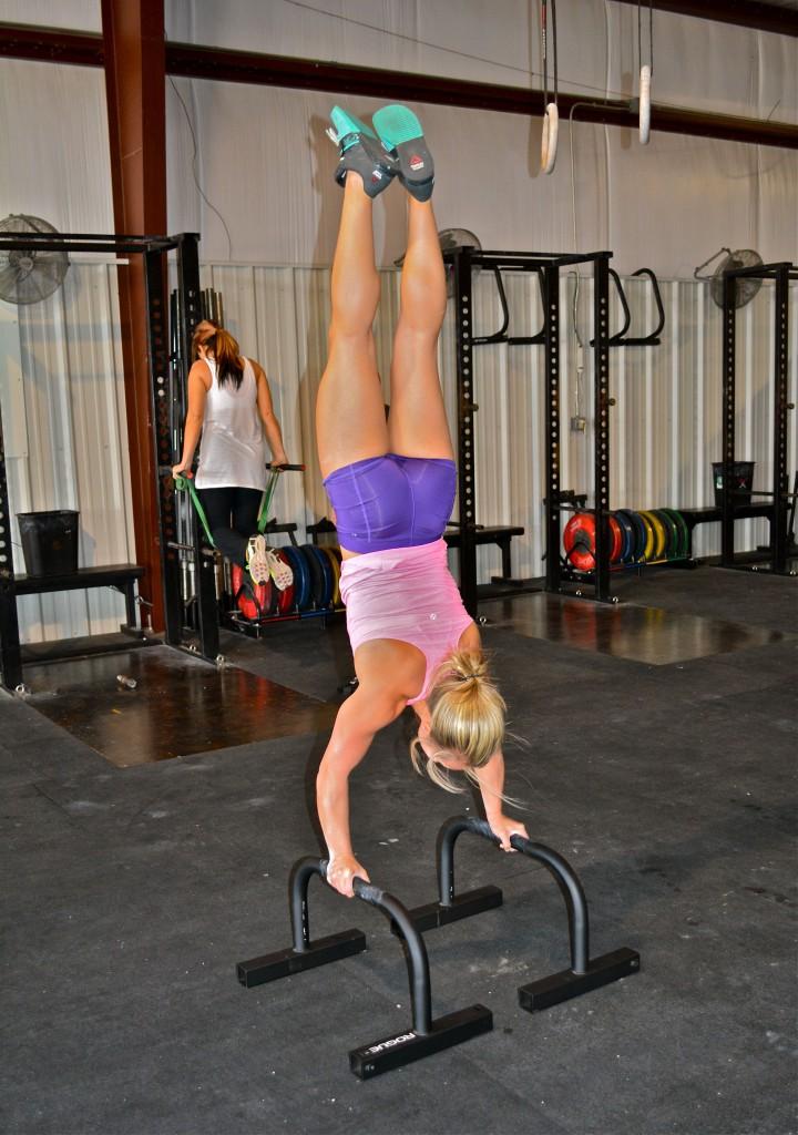 Jessica (Handstand)